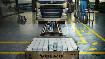 Genuine service on a Volvo FM with Genuine Volvo Parts