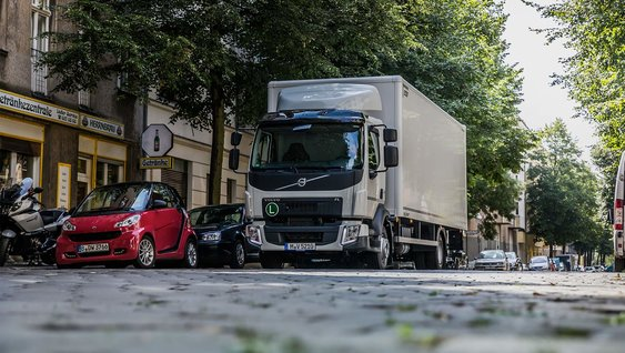 Volvo FL 12 tonnes rigid with box