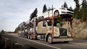 Volvo VAH carrying cars