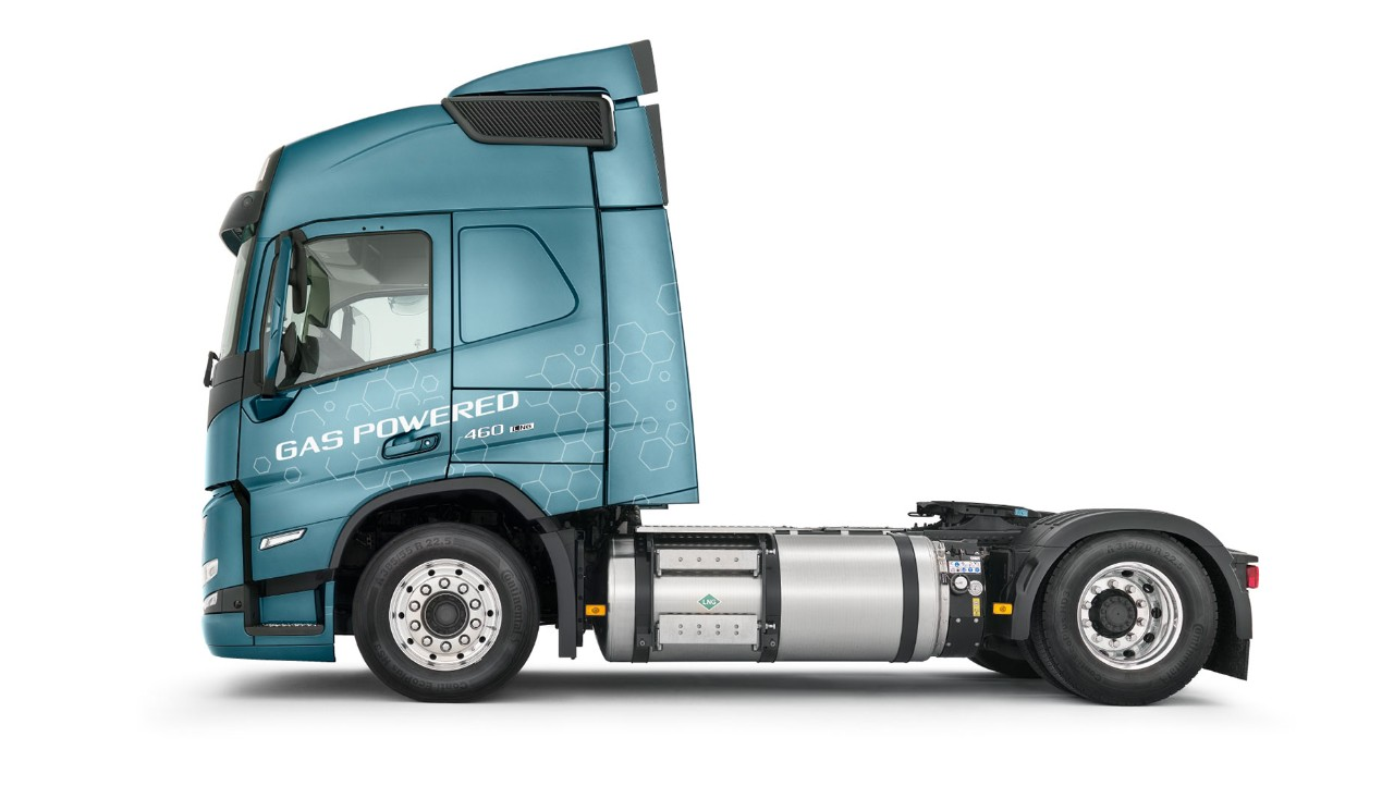 Closeup on Volvo FM LNGs chassis and tank
