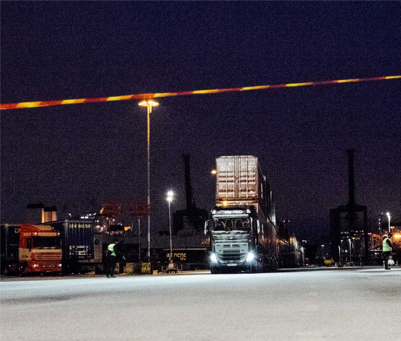 The container train is approaching the finishing line a 100 metres from the starting point.