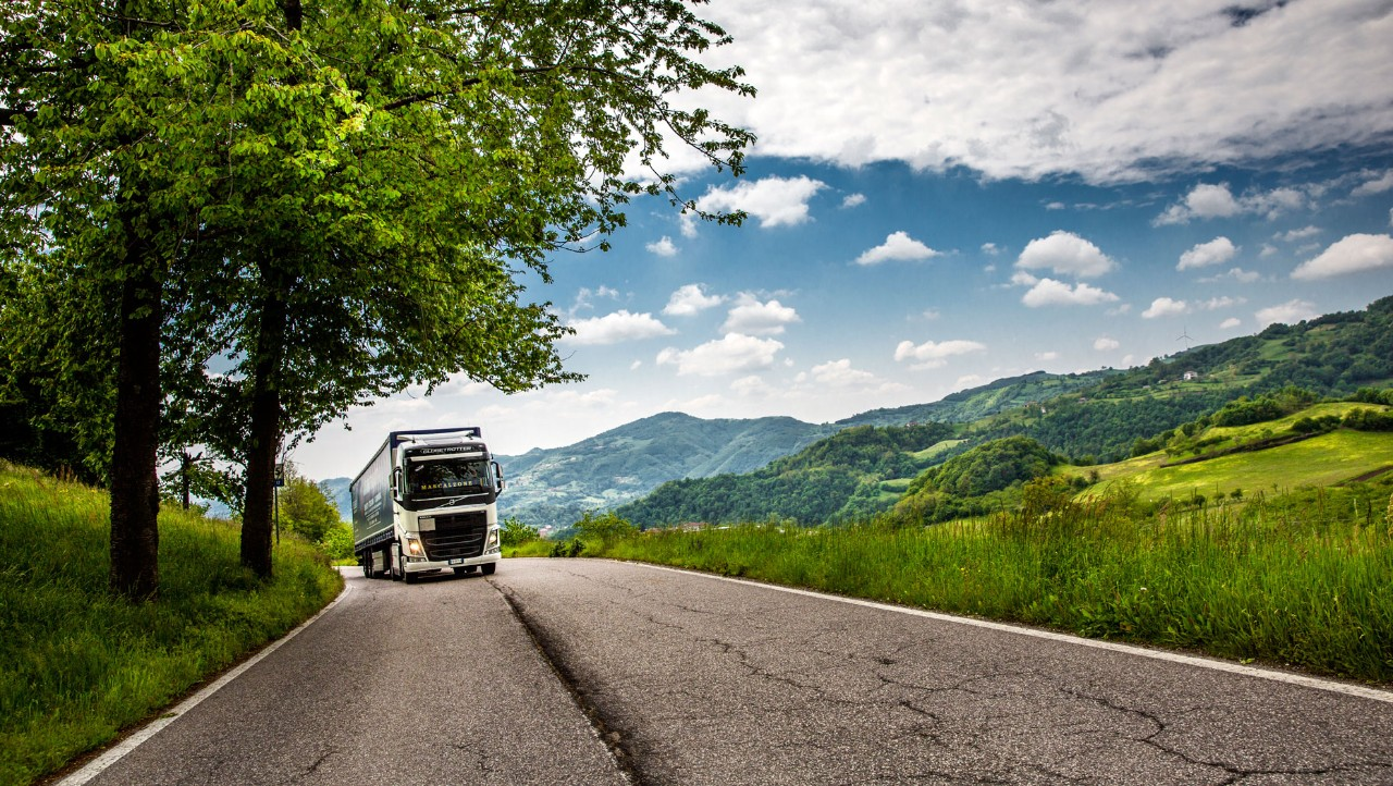 Sartori Transporti's trucks usually travel 150,000 kilometres per yer. With the I-Shift Dual Clutch, they estimate that each trucks saves €2,500 per year in fuel.