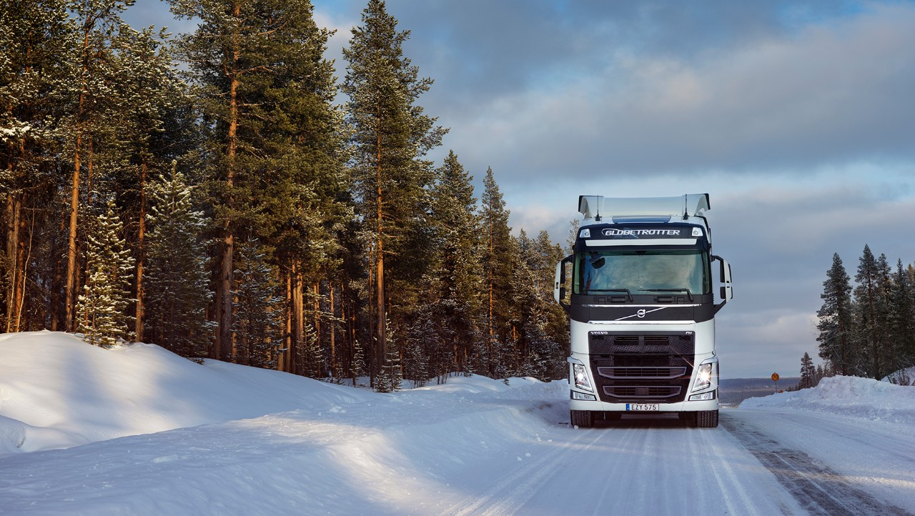Volvo FH driving in snow