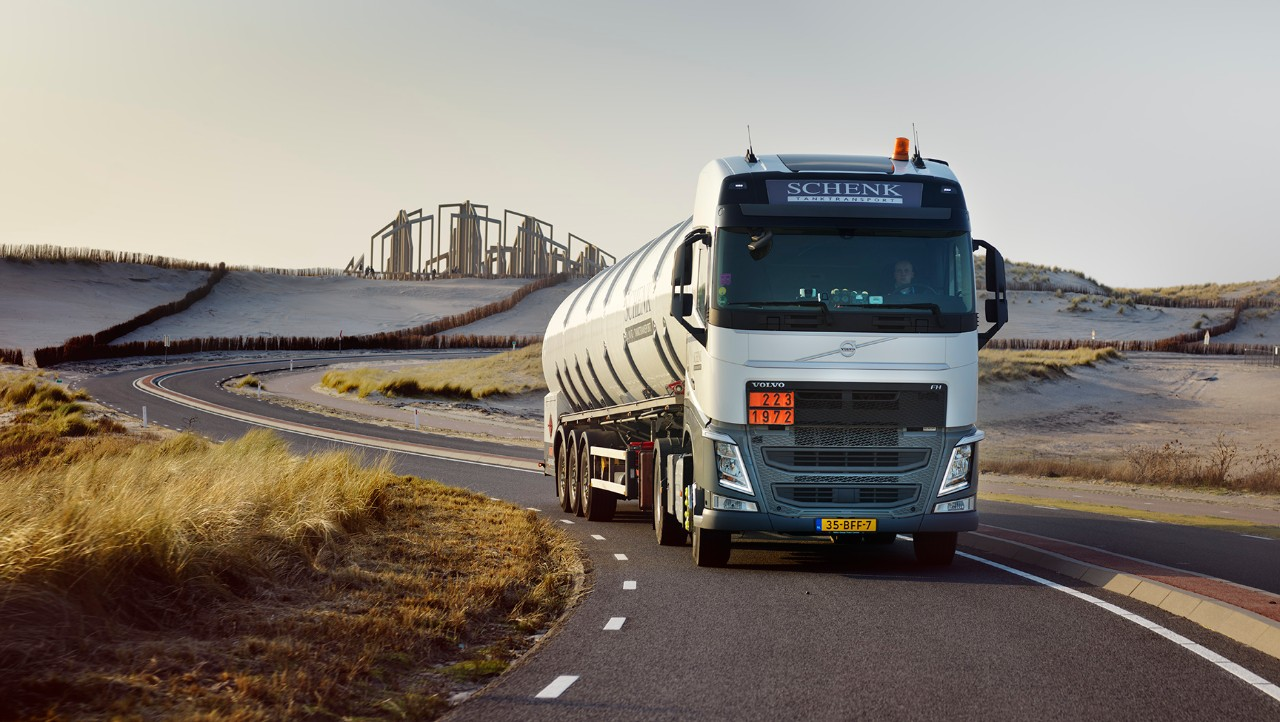 Schenk Tanktransport's Volvo FH.