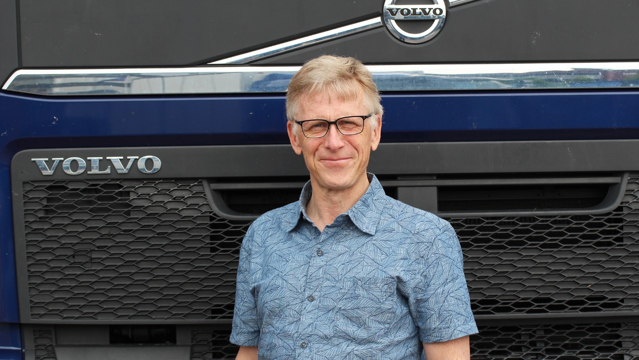 Man standing in front of Volvo FH