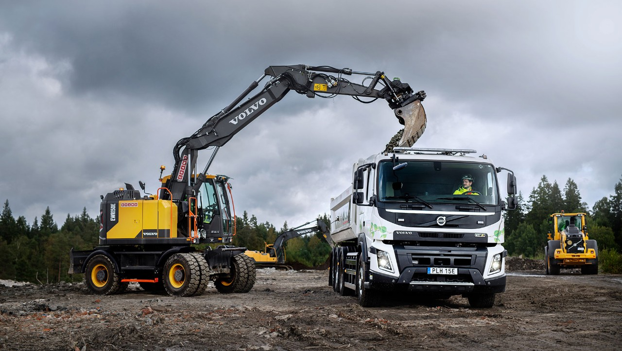 The Volvo FMX electric being loaded with gravel