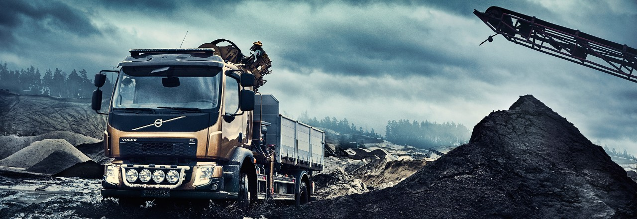 Volvo FL with construction